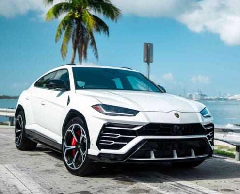 Аренда Lamborghini URUS в Майами