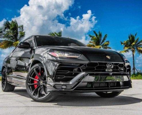 Lamborghini URUS Black in Miami