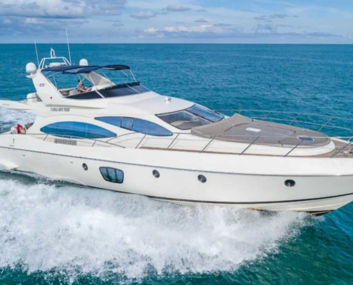 Rent Yacht Azimut 68 in Miami